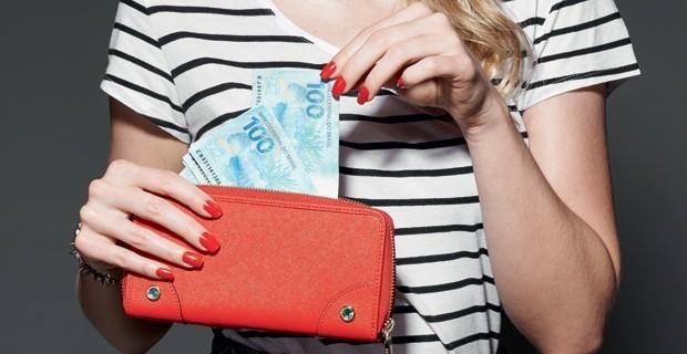 Como calcular o custo benefício das roupas