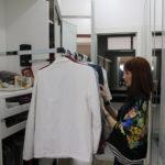 5 perguntas que te ajudarão a desapegar de roupas que você não usa