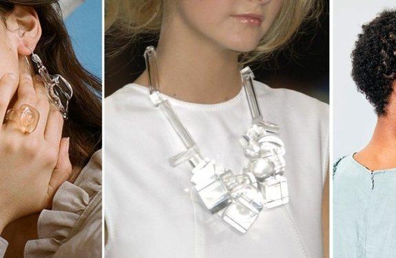 Usar acessórios transparentes está na moda
